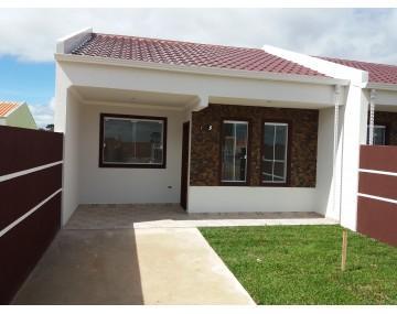 Casa em Fazenda Rio Grande com 2 quartos no Green Field