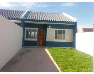 Casa em Fazenda Rio Grande com 2 quartos no Green Portugal.
